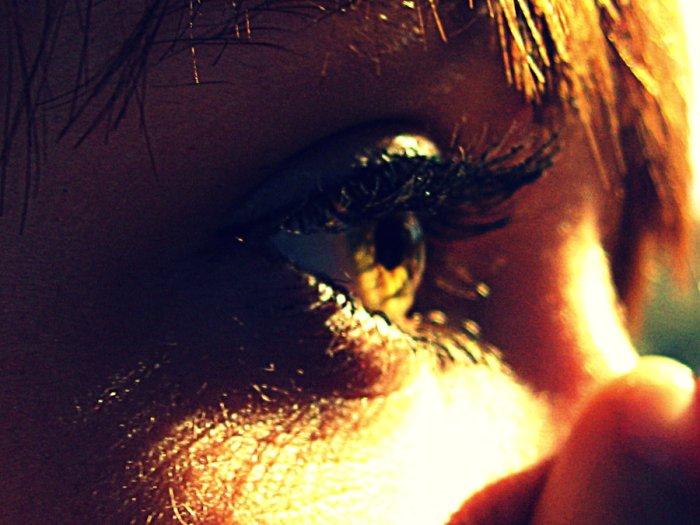 sun_in_her_eyes_by_z00m483-d37ior2